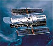 "Abb. 1: Das Teleskop ""Hubble"" im Orbit der Erde."