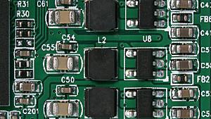 Elektronische Bauteile unter dem Mikroskop