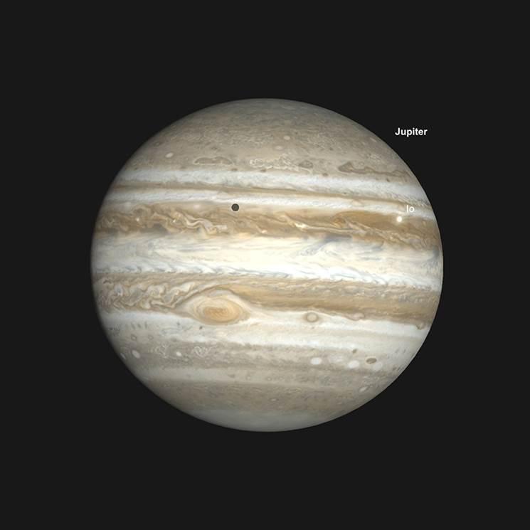 Jupiter et le transit du satellite naturel Io avec la GrandeTacheRouge (GRS), début de soirée, 18 août.