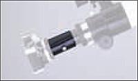 Una cámara análoga reflex de espejo está conectada a la apertura del ocular por medio de un adaptador focal y de proyección.